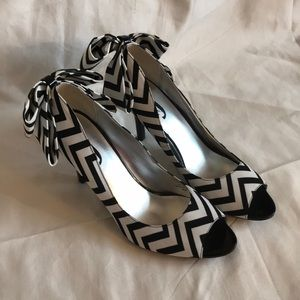 Black and white j. Renee Shoes.  9.5 with bow